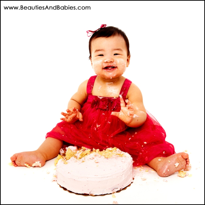 Los Angeles professional baby pictures baby eating cake