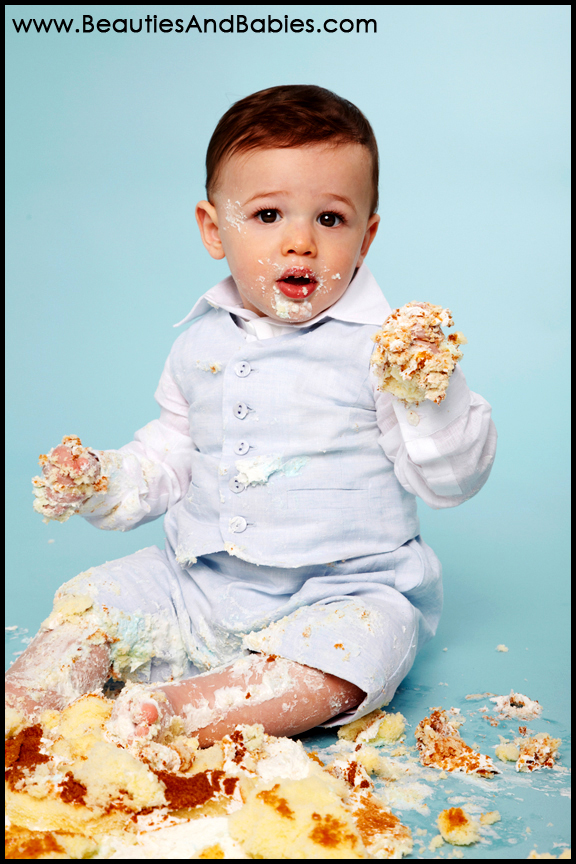professional baby birthday cake smash pictures Los Angeles photography
