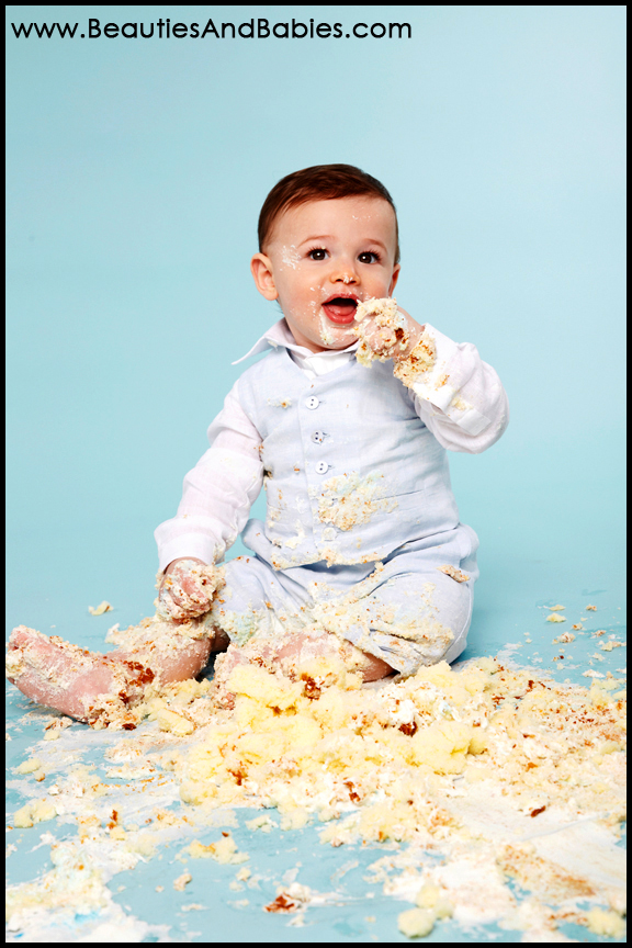 picturs of baby eat cake on first birthday beauties babies on images baby eating birthday cake
