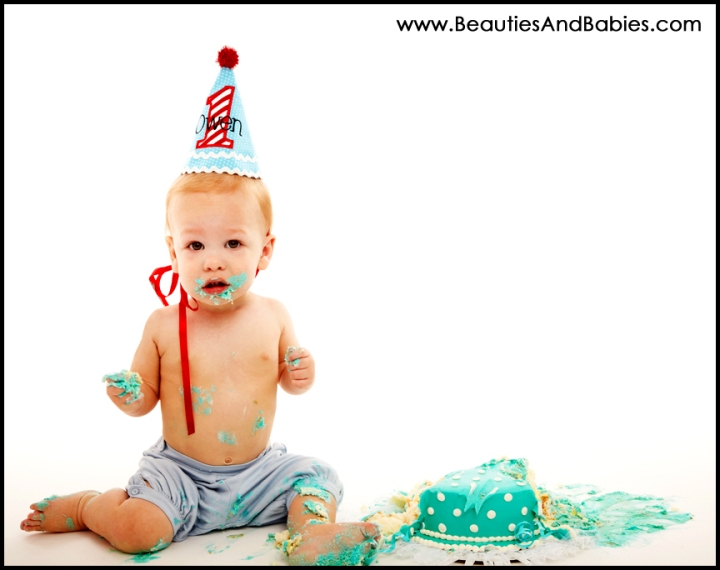 baby eating birthday cake professional photos Los Angeles photography studio