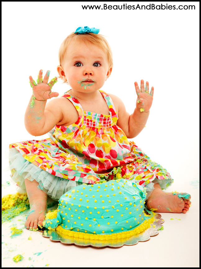 professional baby photography first birthday cake smash pictures