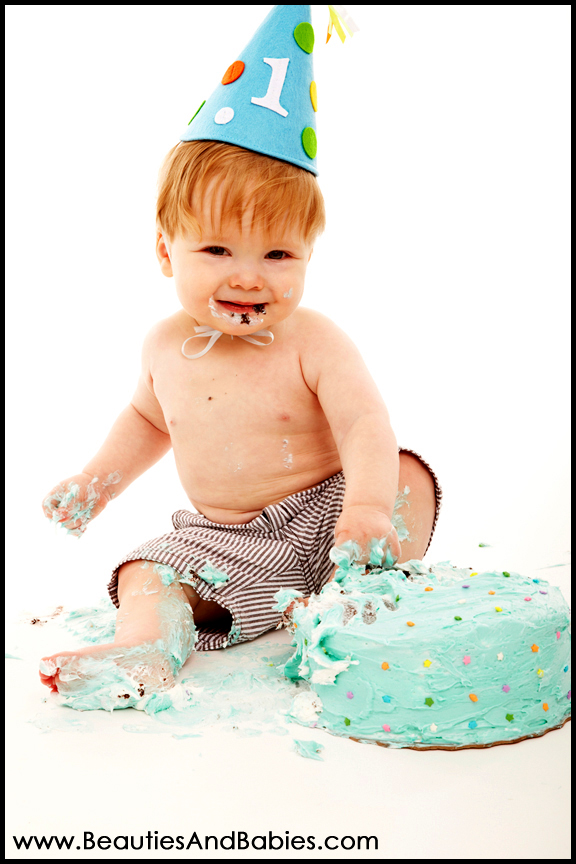 professional cake smash pictures Los Angeles photography studio