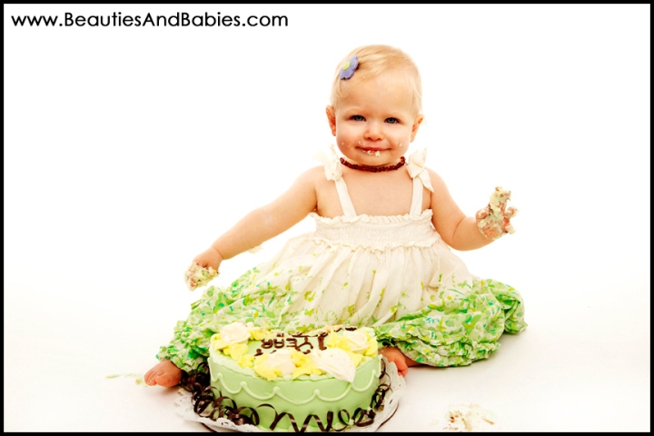 professional cake smash photographs Los Angeles photographer
