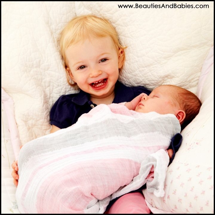 Los Angeles big sister holding baby sister pictures photography