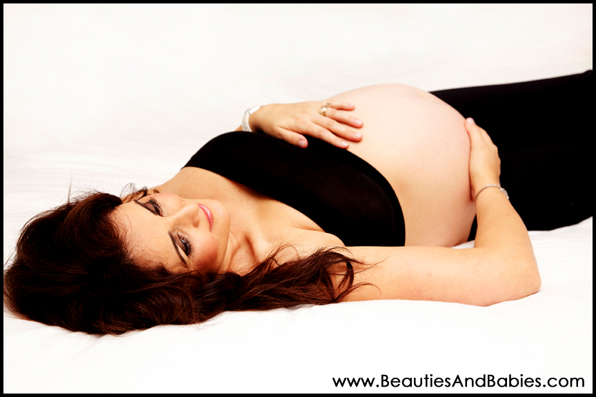 older sibling touching pregnant tummy professional photography Los ...