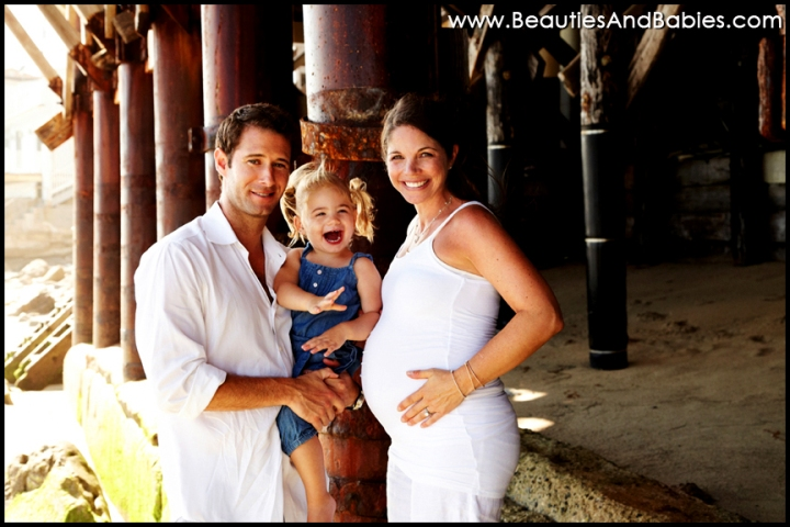 beach photography pregnant family with sibling
