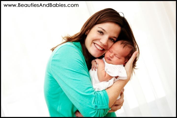 mother daughter newborn baby photographer Los Angeles