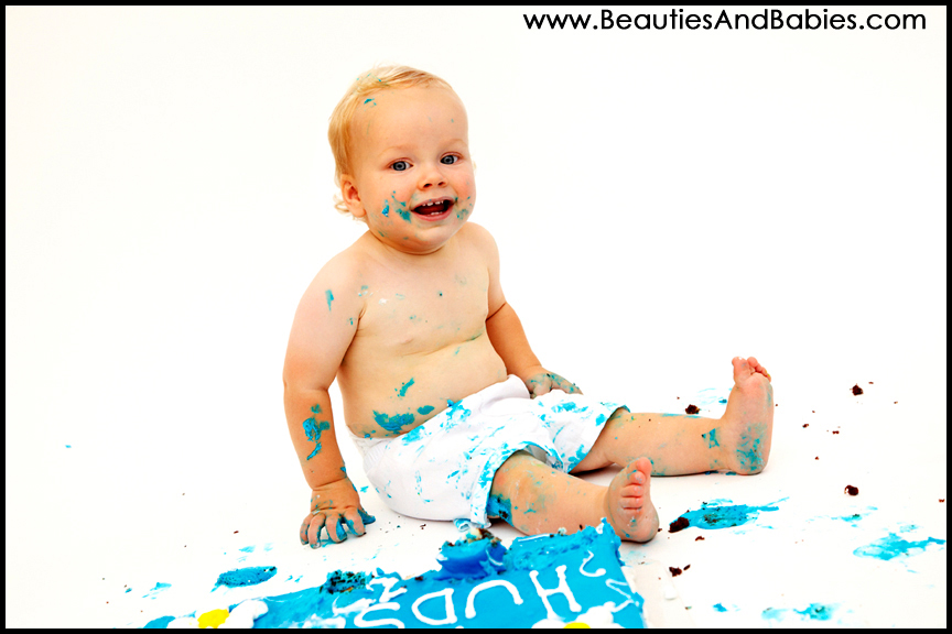 professional baby eating birthday cake Los Angeles photographer