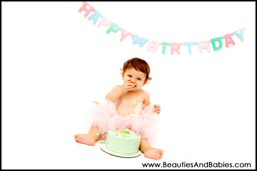 baby girl eating birthday cake Los Angeles professional photographer