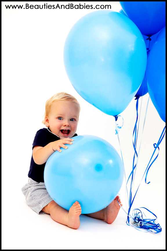 birthday baby pictures with balloons professional photography