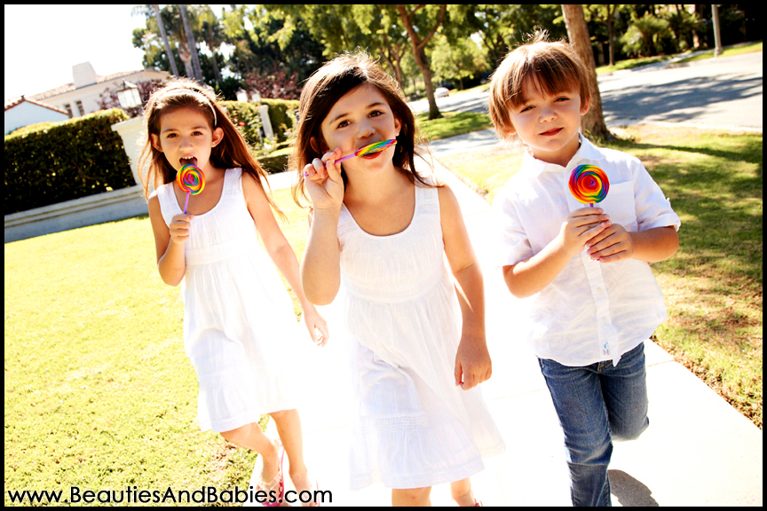 kids eating lollipops professional pictures Los Angeles photographer