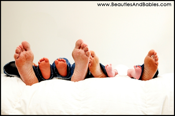 Los Angeles family portrait photography family feet picture