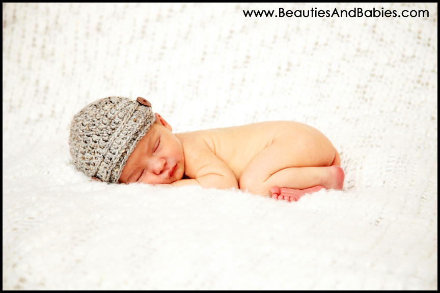 newborn baby sleeping on blanket background Los Angeles photograpehr