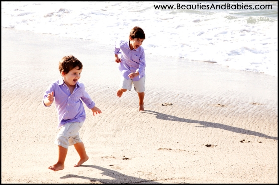 kids playing at the beach family lifestyle photography Los Angeles