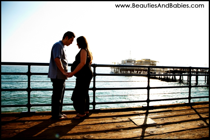 expectant couple professional pictures at the beach Los Angeles