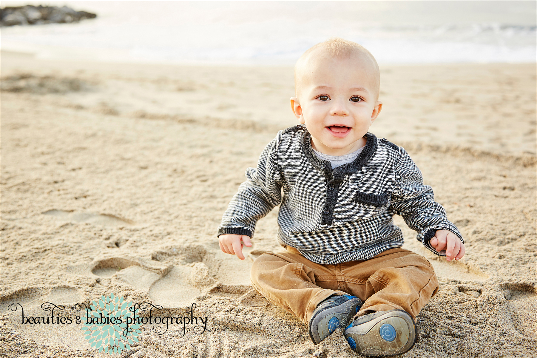 toddler play photography, kids and family photographer los angeles, Baby Photographer Los Angeles photography, Professional family portrait photographer Los Angeles, Santa Monica Beach photography Los Angeles photographer, chidlrens photographer Los Angeles