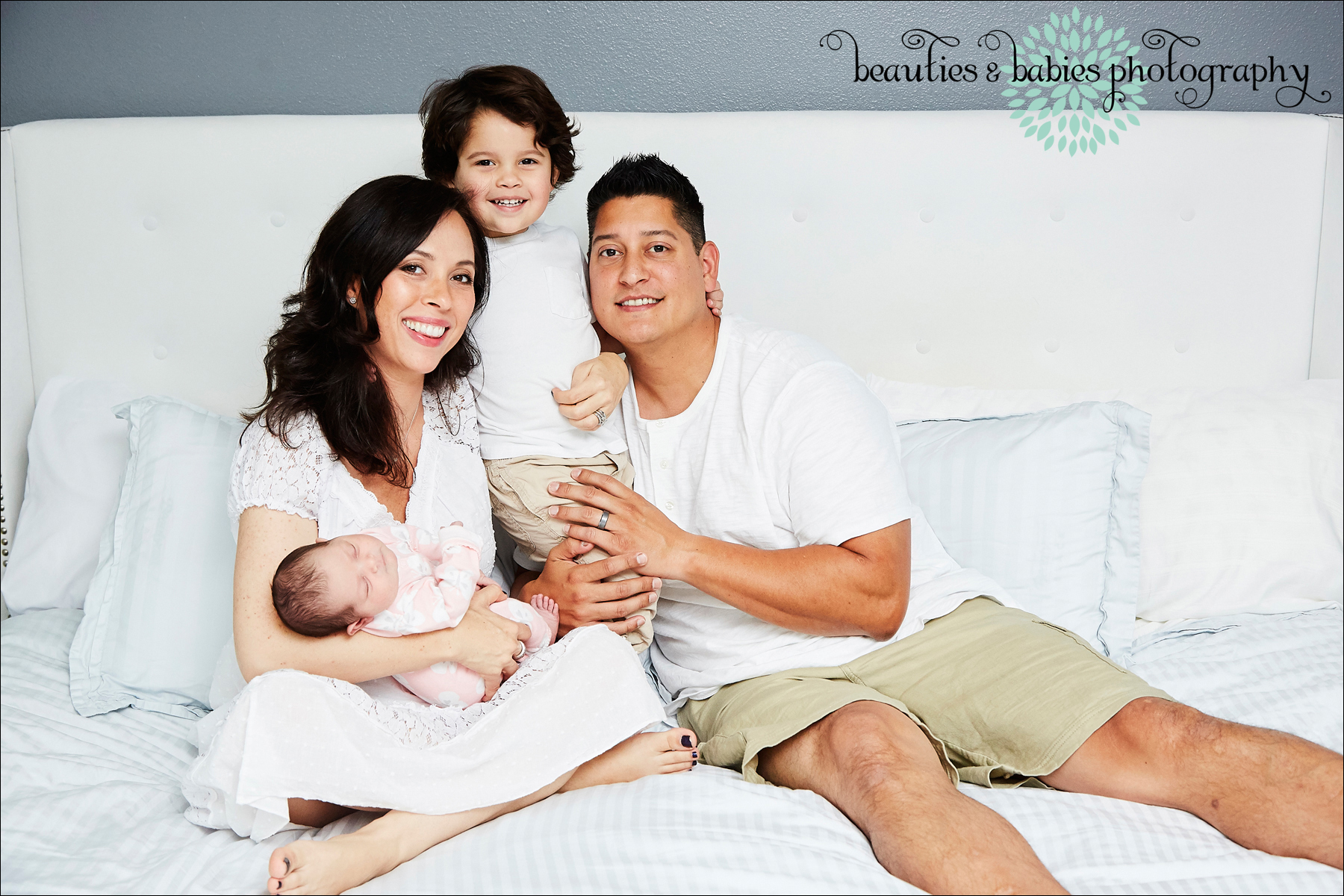 newborn baby photographer Los Angeles, family and baby photography Los Angeles professional photographer
