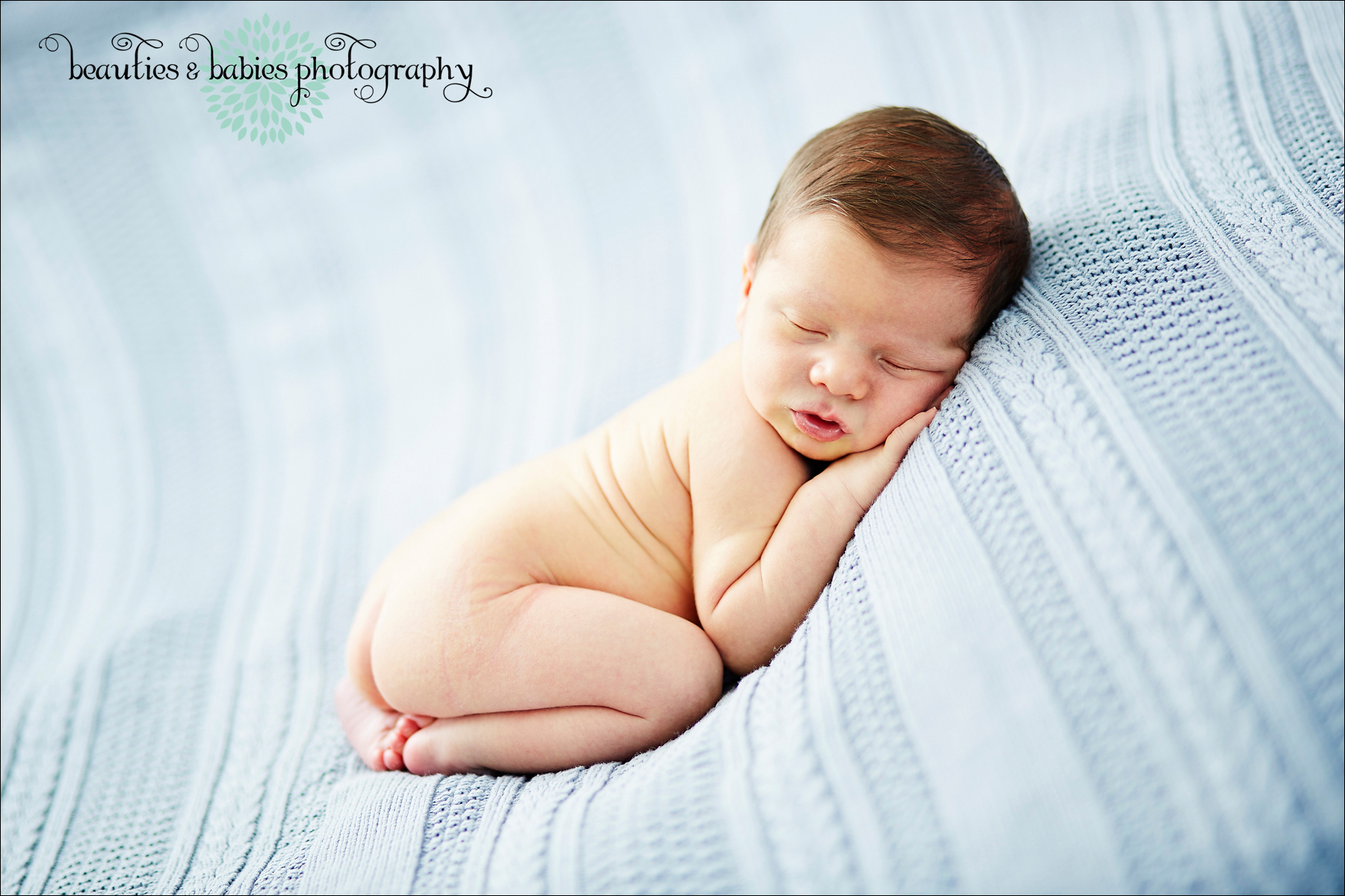 In home newborn baby photography session los angeles photographer