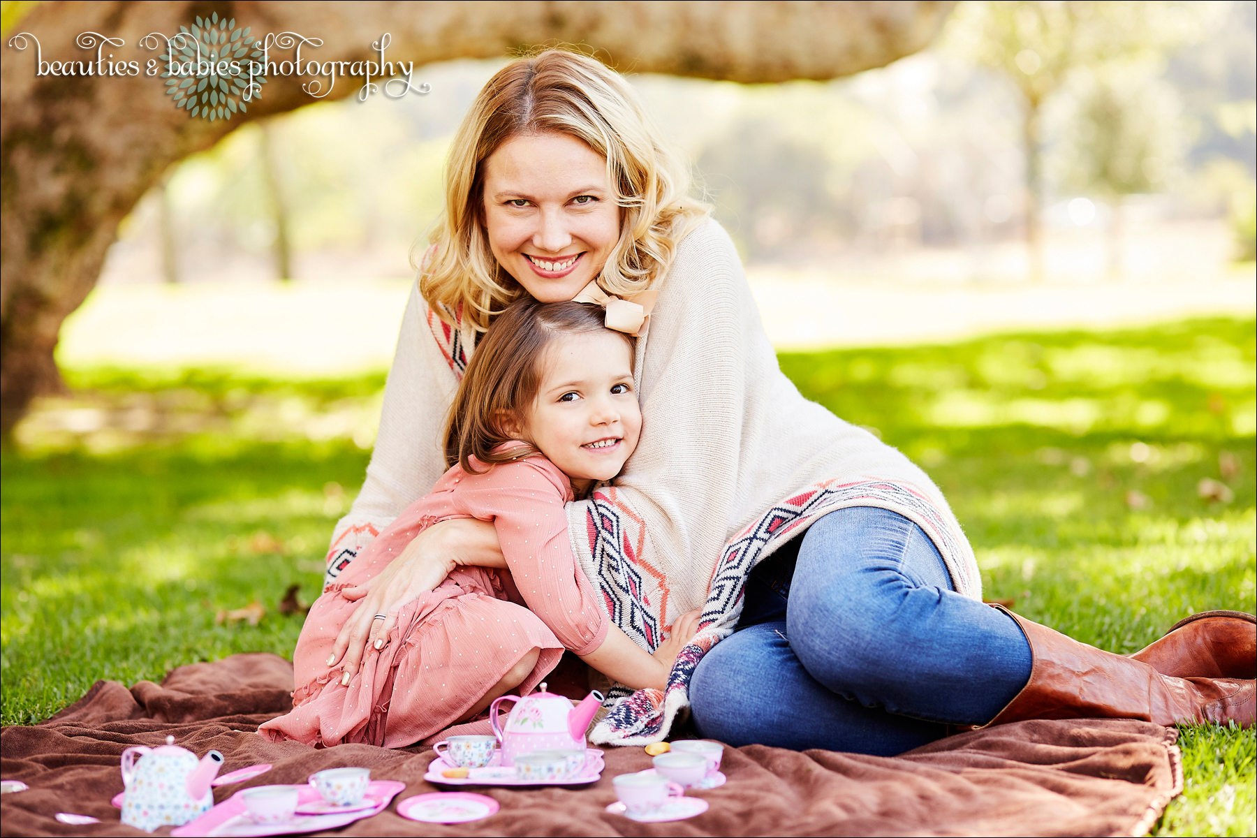 Creative outdoor and home family photography Los Angeles family lifestyle photographer