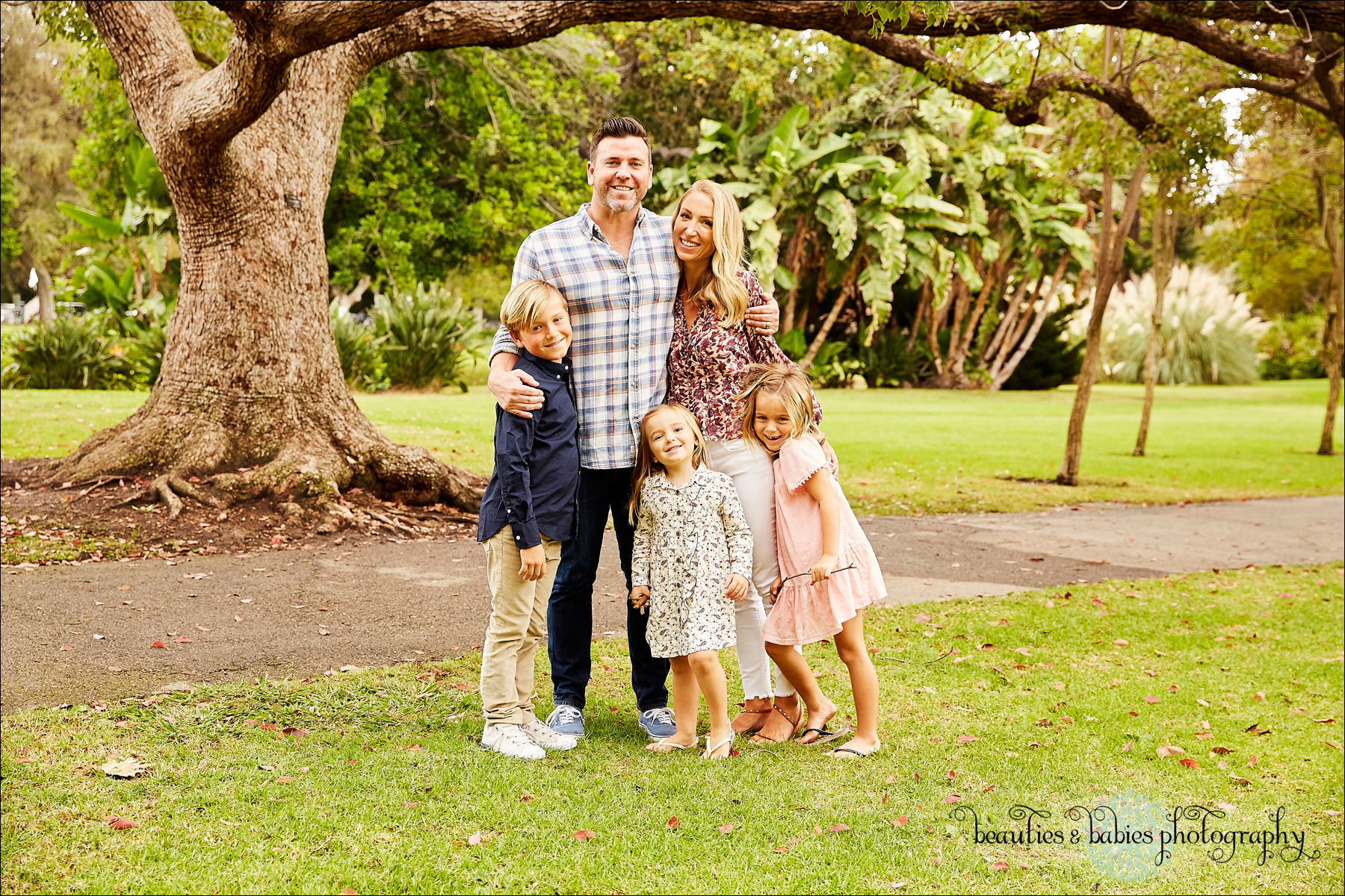 Outdoor Los Angeles park family photography professional kids photographer
