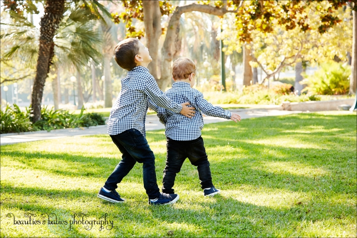 Outdoor family photography Los Angeles children's photographer
