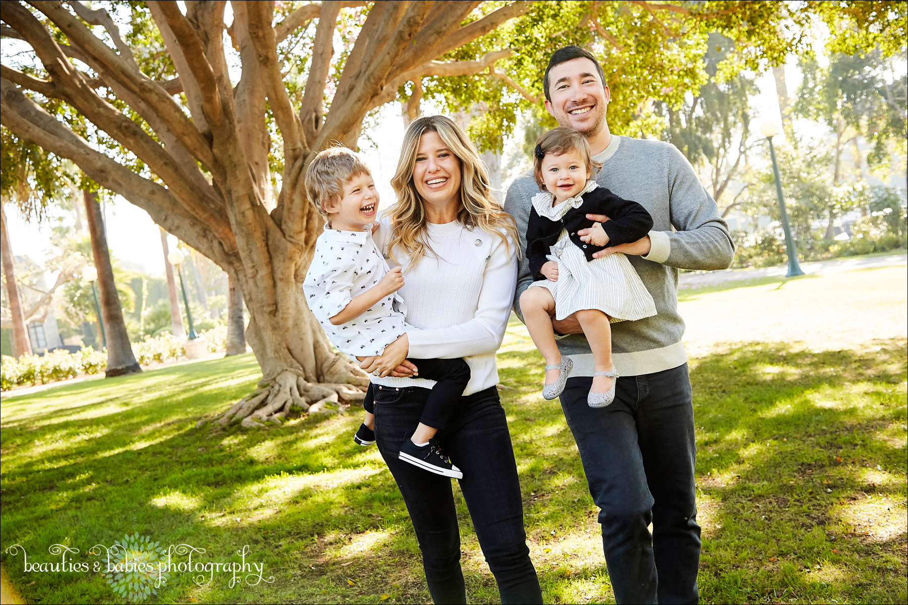 Los Angeles family and children's photographer holiday card mini session photography outdoors natural light